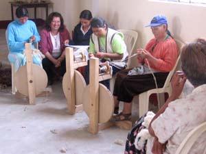 Taller Pampa Libre promoviendo hilado manual